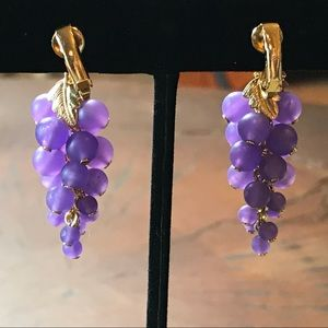 Vintage 1980s Avon frosted grape clip on earrings